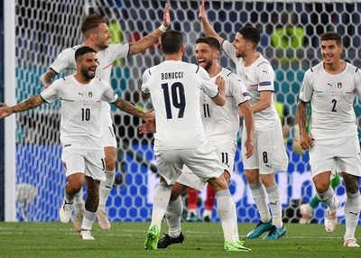 इटलीको विजयी सुरुवात, टर्की ३–० गोलले पराजित